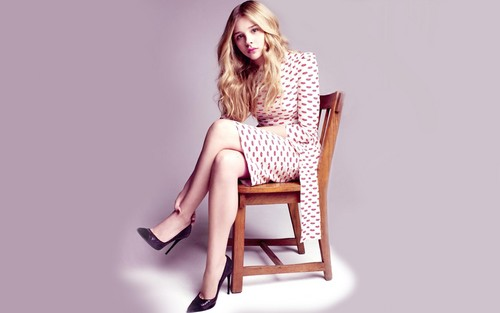 Chloe Moretz hình nền containing a rocking chair and a boston rocker called Chloe Moretz hình nền