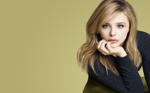 Хлоя Морец Обои containing a portrait titled Chloe Moretz Обои