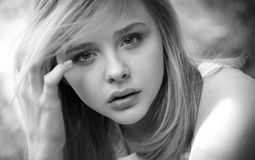 chloe moretz wallpaper containing a portrait called Chloe Moretz wallpaper