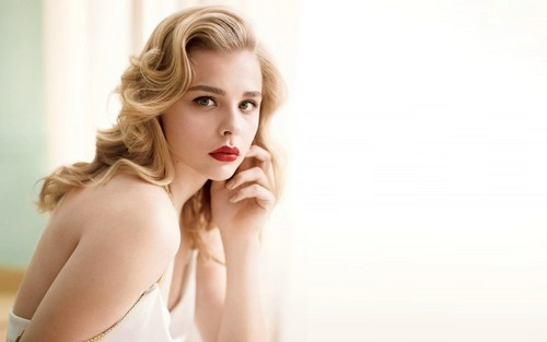 Chloe Moretz wallpaper probably containing skin and a portrait entitled Chloe Moretz wallpaper