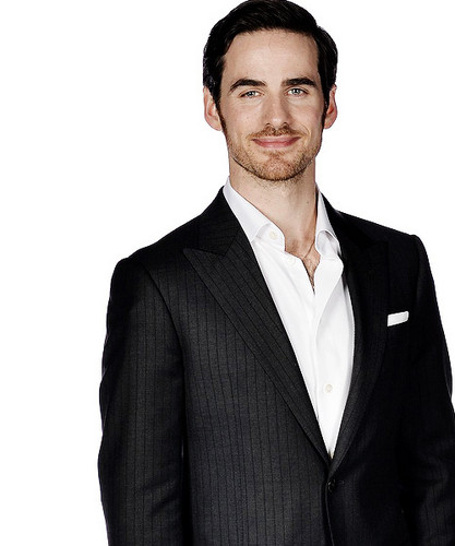 Colin O'Donoghue kertas dinding with a business suit and a suit called Colin O'Donoghue | Once Upon A Time Screening Premiere