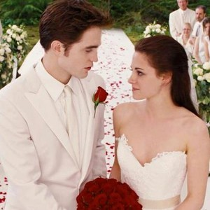 Edward and Bella red roses