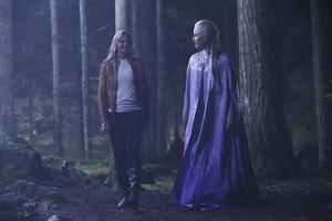 """Emma and Elsa - """"Breaking Glass"""" - 4x05 Still"""