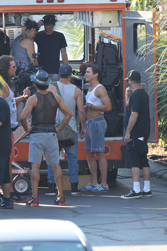 Matt Bomer Hintergrund possibly with a speiselokal, diner and a straße titled Filming MAGIC MIKE XXL, 01.10.2014