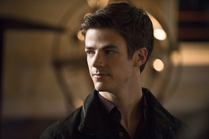 "Flash Episode 2 ""Fastest Man Alive"" Official Images!"