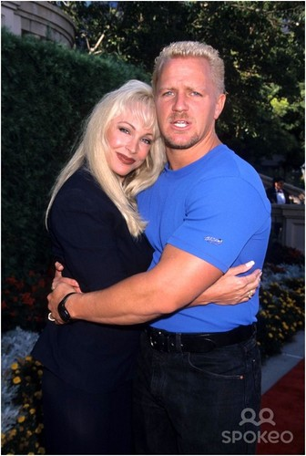 Бывшая дива WWE... Дебра Обои called Jeff Jarrett & Debra candid 99'