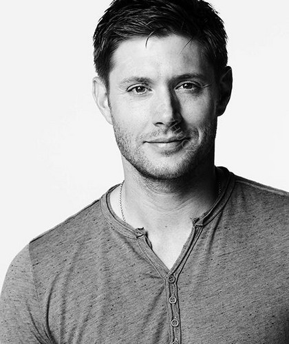 Jensen Ackles Hintergrund possibly containing a sweatshirt called Jensen Ackles | New Photoshoot ❤