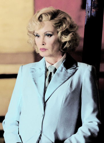 American Horror Story karatasi la kupamba ukuta possibly with a business suit, a well dressed person, and a suit entitled Jessica Lange as Elsa Mars