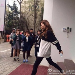 Jessica leaving sm building