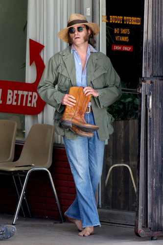 Joaquin Phoenix 壁紙 containing an outerwear, a box coat, and a sign called Joaquin Phoenix in Inherent Vice