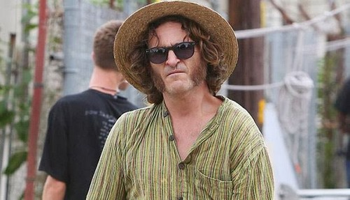 Joaquin Phoenix 壁紙 possibly with a boater, a fedora, and sunglasses entitled Joaquin Phoenix in Inherent Vice