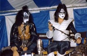 Kiss ~KISS Meets the Phantom of the Park movie press 1978