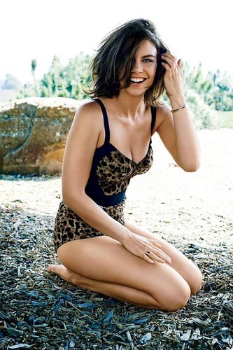 Lauren Cohan achtergrond possibly containing a bikini and skin entitled Lauren Cohan GQ Photoshoot 2014