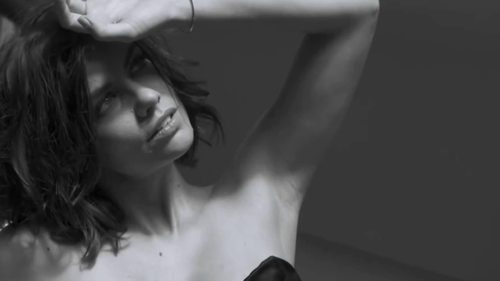 Lauren Cohan achtergrond probably with skin titled Lauren Cohan GQ Photoshoot 2014