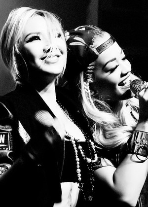 Lee Chaerin and Rita Ora!