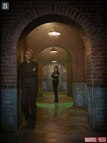 FitzSimmons Обои containing a portcullis and a penitentiary called Leo and Jemma - Cast Promo Pic