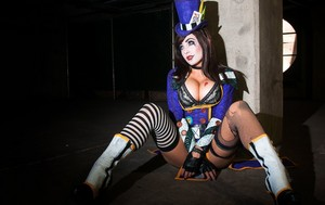 Mad Moxxi Cosplay によって Jessica Nigri