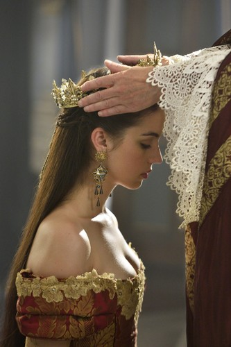 Reign [TV Show] 壁纸 with a 面纱, mantilla, 薄头纱 called Reign 2x03 promotional picture