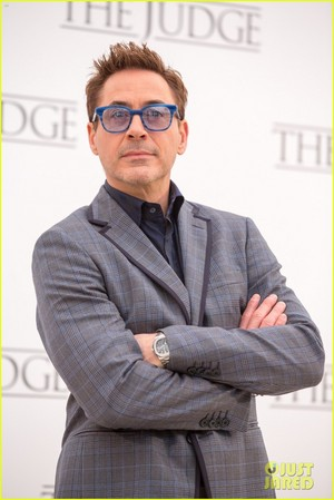 Robert Downey Jr. flashes a smile while posing at a ছবি call for 'The Judge' in Rome