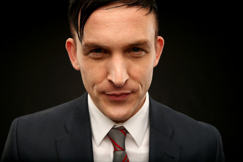 Gotham wallpaper containing a business suit, a suit, and a two piece entitled Robin Lord Taylor as Oswald Cobblepot