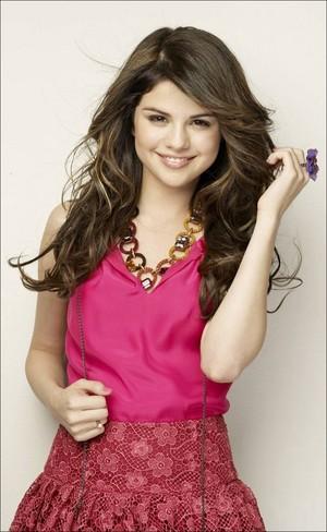 Selena in pick