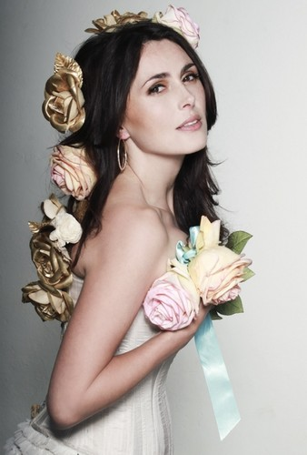 Physical Beauty wallpaper possibly with a bouquet and skin titled Sharon antro, den Adel