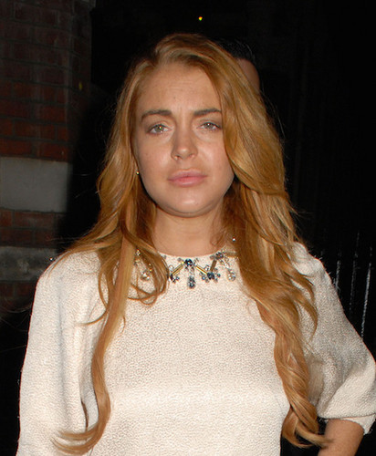 Lindsay Lohan fond d'écran possibly containing a pullover entitled TRANNY ALERT!!!