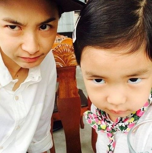 Epik High Обои entitled Tablo wife Kang Hye Jung and daughter Haru