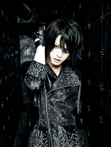 DIAURA দেওয়ালপত্র probably with a well dressed person titled Tatsuya