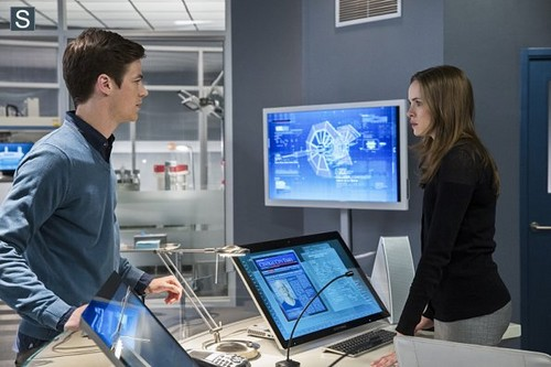 The Flash (CW) Hintergrund possibly with a business suit called The Flash - Episode 1.03 - Things Du Can't Outrun - Promo Pics