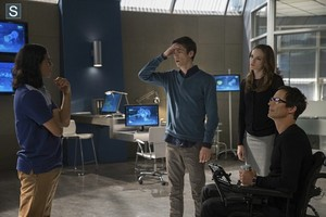 The Flash - Episode 1.03 - Things You Can't Outrun - Promo Pics