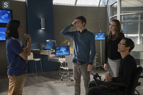 The Flash (CW) Hintergrund with a living room entitled The Flash - Episode 1.03 - Things Du Can't Outrun - Promo Pics