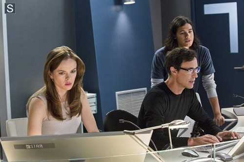The Flash (CW) wallpaper called The Flash - Episode 1.03 - Things te Can't Outrun - Promo Pics