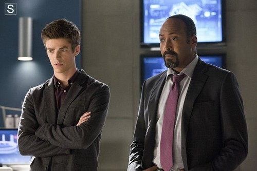The Flash (CW) Hintergrund with a business suit, a suit, and a three piece suit called The Flash - Episode 1.03 - Things Du Can't Outrun - Promo Pics