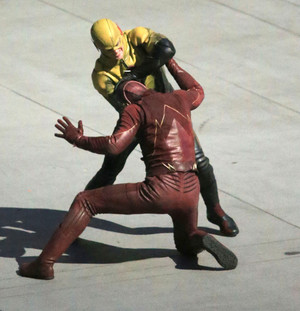 The Flash - First Look - Reverse-Flash/Prof. Zoom Costume - Set foto's