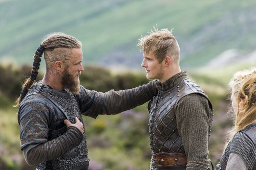 "Vikings (TV Series) karatasi la kupamba ukuta called Vikings ""Eye for an Eye"" (2x04) promotional picture"