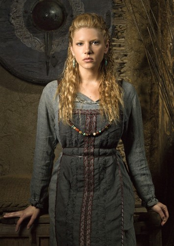 Vikings (TV Series) karatasi la kupamba ukuta probably with a surcoat, a tabard, and a dashiki entitled Vikings Season 1 Lagertha official picture