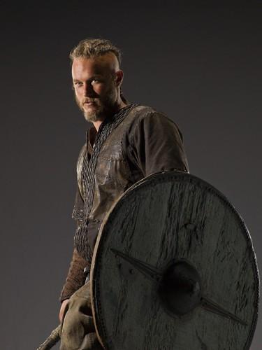 vikingos (serie de televisión) wallpaper probably with a shield entitled Vikings Season 1 Ragnar Lothbrok official picture