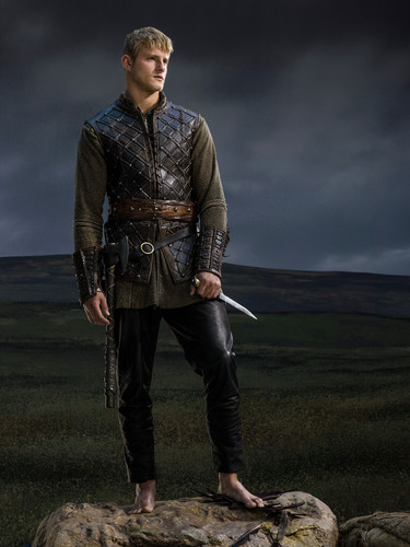 バイキングス(TVドラマ) 壁紙 possibly with a surcoat, a tabard, and a horse trail entitled Vikings Season 2 Bjorn Lothbrok official picture