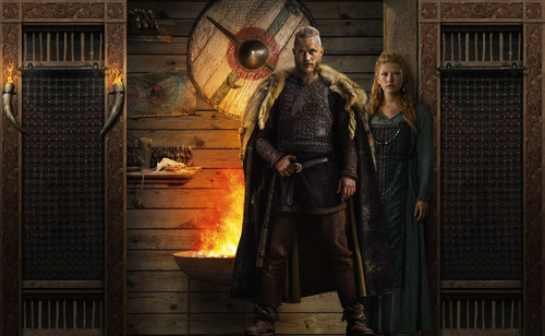 vikings (serial tv) wallpaper possibly containing a api and a jalan, street entitled Vikings Season 2 Ragnar Lothbrok and Lagertha official picture