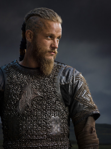 Vikings (TV Series) karatasi la kupamba ukuta with a breastplate called Vikings Season 2 Ragnar Lothbrok official picture