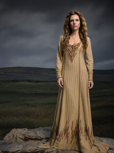 vikingos (serie de televisión) wallpaper possibly containing a jantar dress entitled Vikings Season 2 Siggy official picture