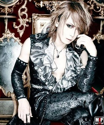 Jupiter (Band) 壁纸 containing a hip boot titled Yuki