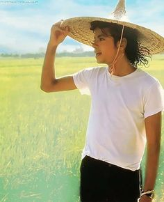 Michael Jackson wallpaper containing a sombrero, a snap brim hat, and a boater entitled ♥ Michael in China ♥