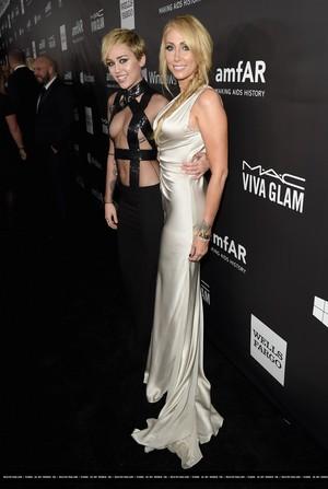 amfAR LA Inspiration Gala in Hollywood - প্রদর্শনী (October 29th, 2014)