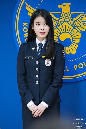 141106 IU at her honorary policewoman promotion ceremony