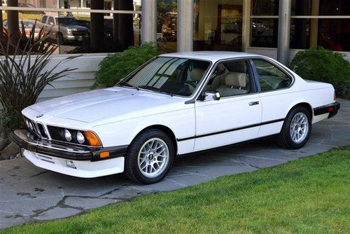Nocturnal Mirage fond d'écran with a sedan and a plage wagon titled 1983 BMW M6