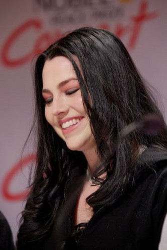 Amy Lee wallpaper probably containing a portrait titled Amy Lee