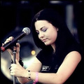 Amy Lee on the کنسرٹ