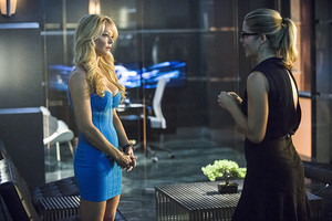"Arqueiro imagens From ""The Secret Origin of Felicity Smoak"""